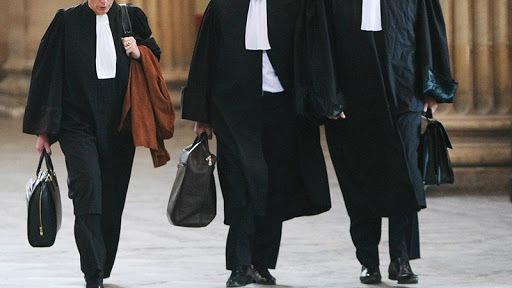 عميد المحامين يكشف: قوات الأمن حاصرت المحكمة للضغط على حاكم التحقيق في قضية الاعتداء على المحامية