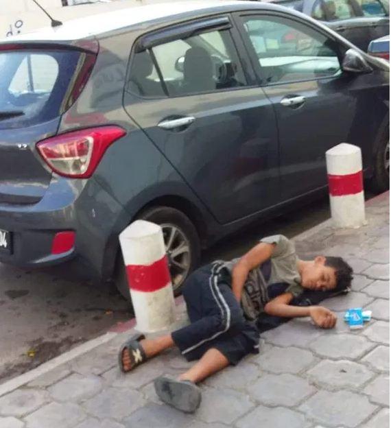 صورة طفل متشرد على الفايسبوك تثير جدلا كبيرا، ووزارة الشؤون الاجتماعية في قفص الاتهام