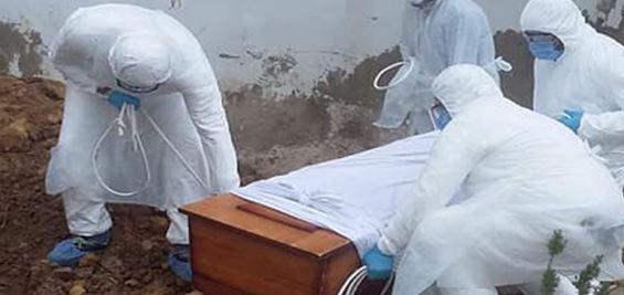بسبب وفاة قريبتهم بكورونا /مواطنون يعتدون على الاطار الطبي لهذا المستشفى