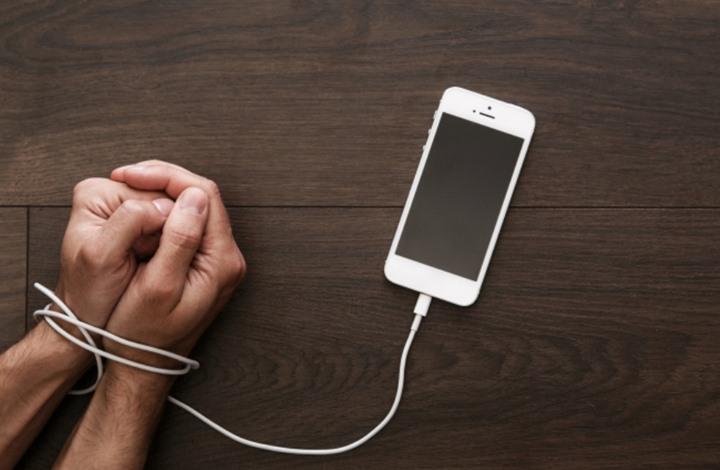 هل النوم آمن بجوار هاتفك الذكي؟