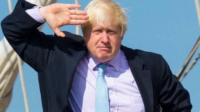 رئيس وزراء بريطانيا يركض ليلحق بالقطار
