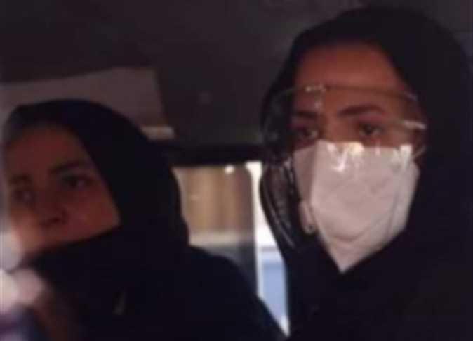 حقيقة اعتزال دنيا سمير غانم وشقيقتها إيمي بعد وفاة والديهما