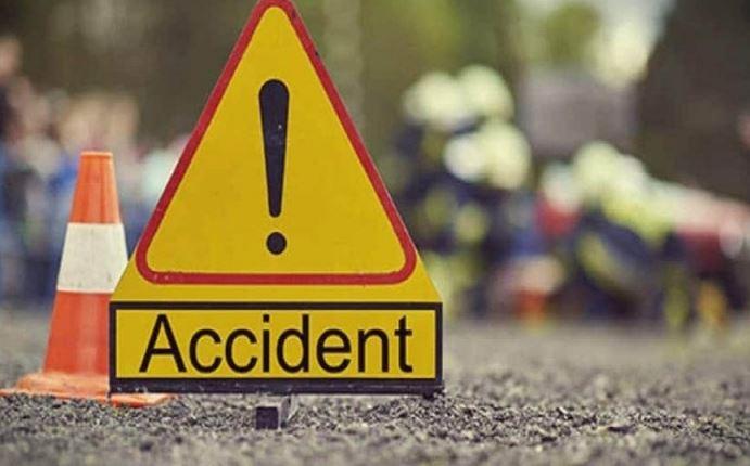 سيارة تحاول عبور الطريق في الاتجاه الخاطئ فتتسبب في حادث مروع (فيديو)