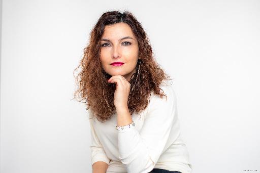 الكاتبة المغربية لبنى السراج تتوج بجائزة أورنج للكتاب في القارة الافريقية