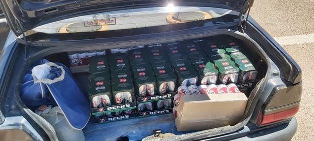 1200 علبة جعة داخل سيارة خاصة (صور)