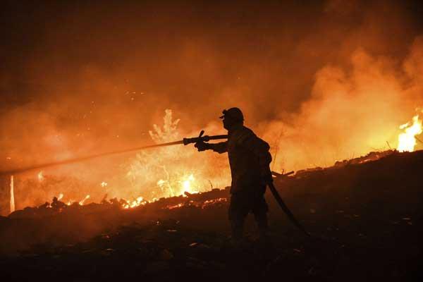 تركيا تكافح للسيطرة على الحرائق.. واعلان 6 ولايات منكوبة