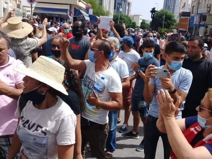 مواجهات في باردو بين محتجين وامنيين واصابة عدد من الصحفيين
