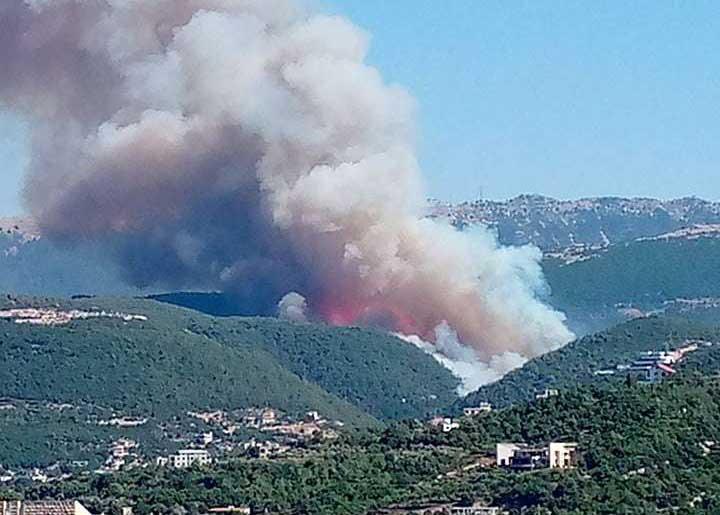 لبنان يكافح لاحتواء حرائق ضخمة لليوم الثالث