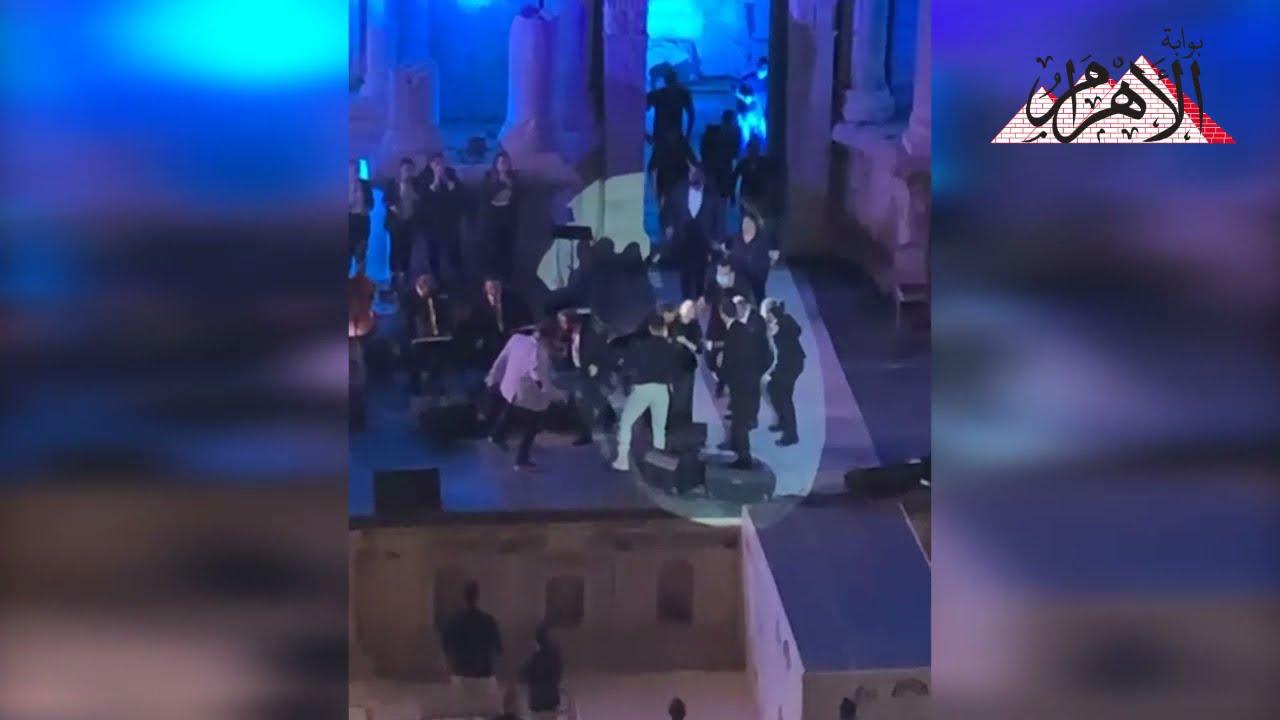 ماجدة الرومي تفقد توازنها على مسرح مهرجان جرش بالأردن