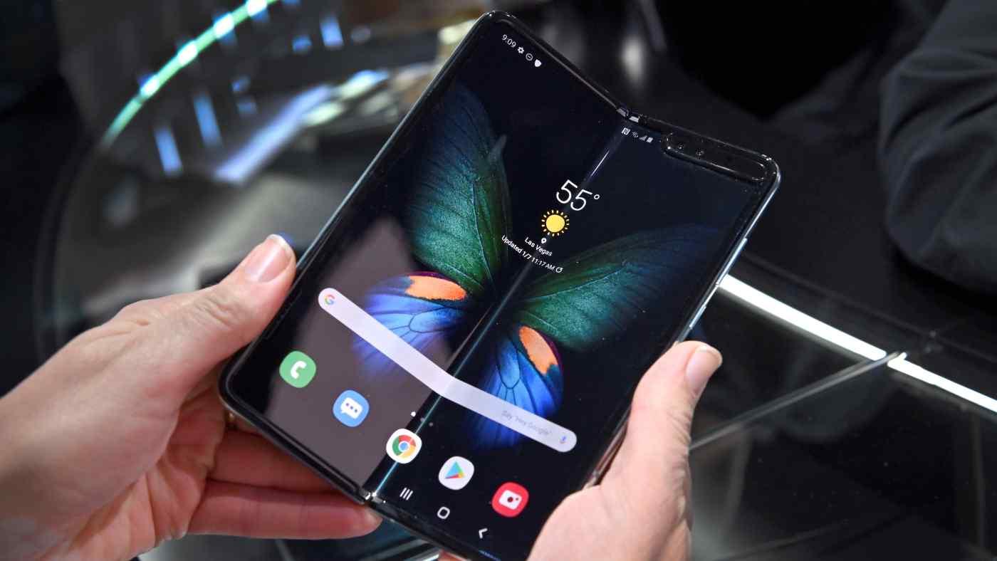 """رد غير مباشر من """"سامسونغ"""" على تقارير تعرض شاشات هواتفها القابلة للطي للكسر (فيديو)"""
