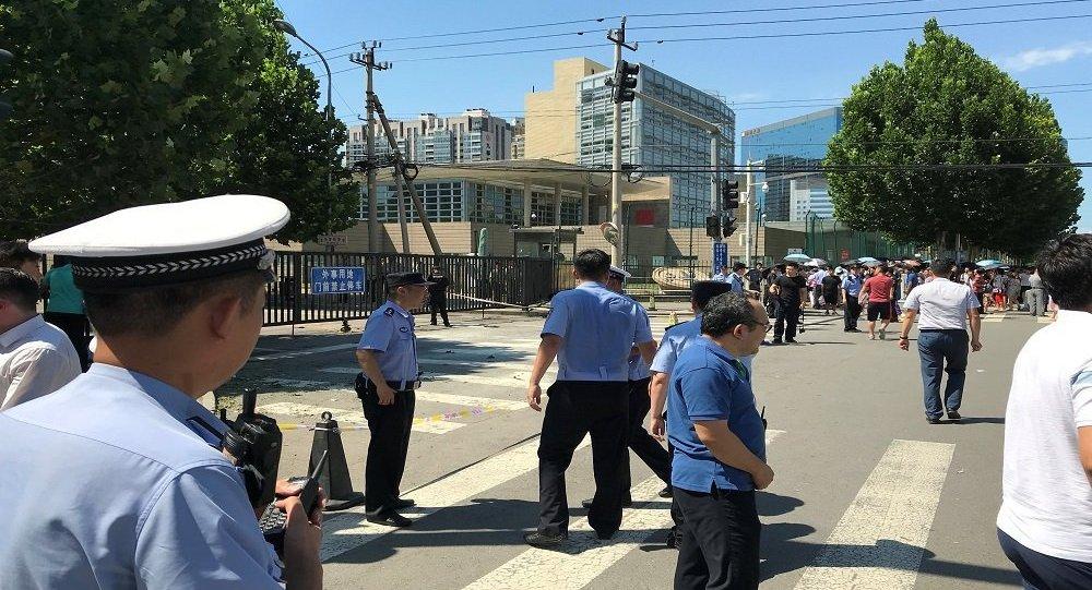 كرة عملاقة تخرج عن السيطرة في شوارع الصين (فيديو)