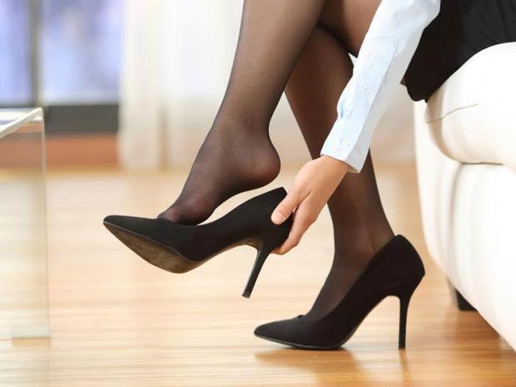 ما علاقة الأحذية ذات الكعب العالي وفيروس كورونا؟