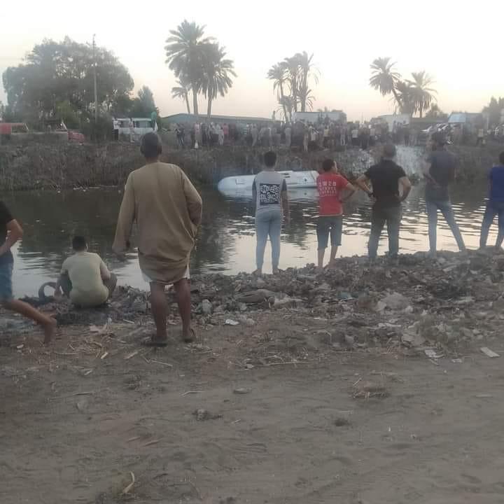 شاهد الفيديو: سقوط حافلة في مستنقع