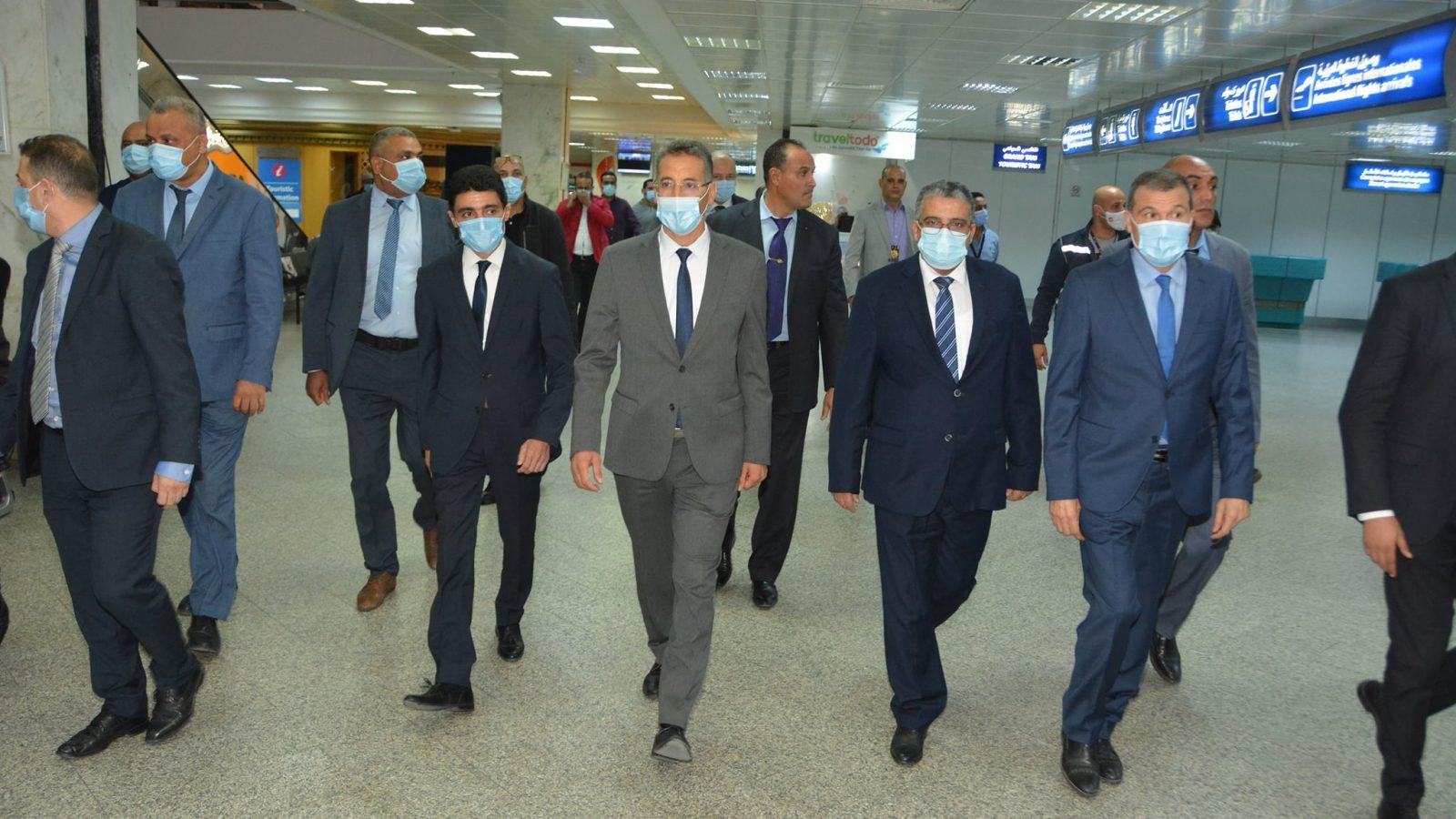وزير الداخلية في زيارة تفقدية لمطار تونس قرطاج (صور)