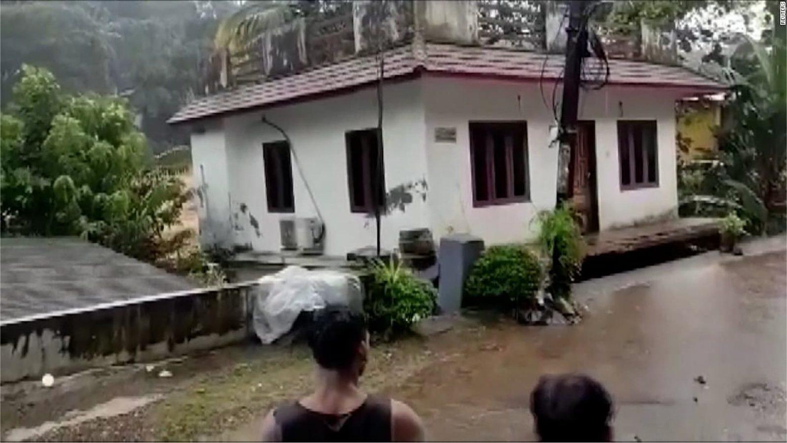 لحظة انهيار منزل بأكمله في الهند (فيديو)