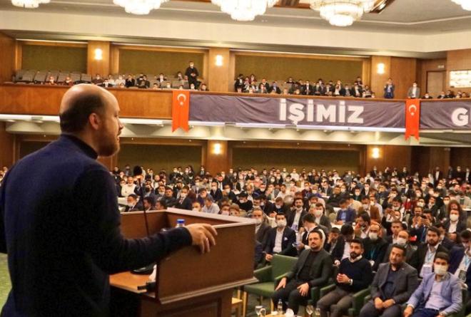 """شاهد الفيديو/ """"الله، الرسول، القائد العام أردوغان""""..هتاف يثير الجدل في تركيا"""